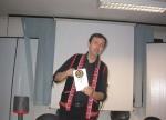 Roberto Costa mostra il Bardo Todol